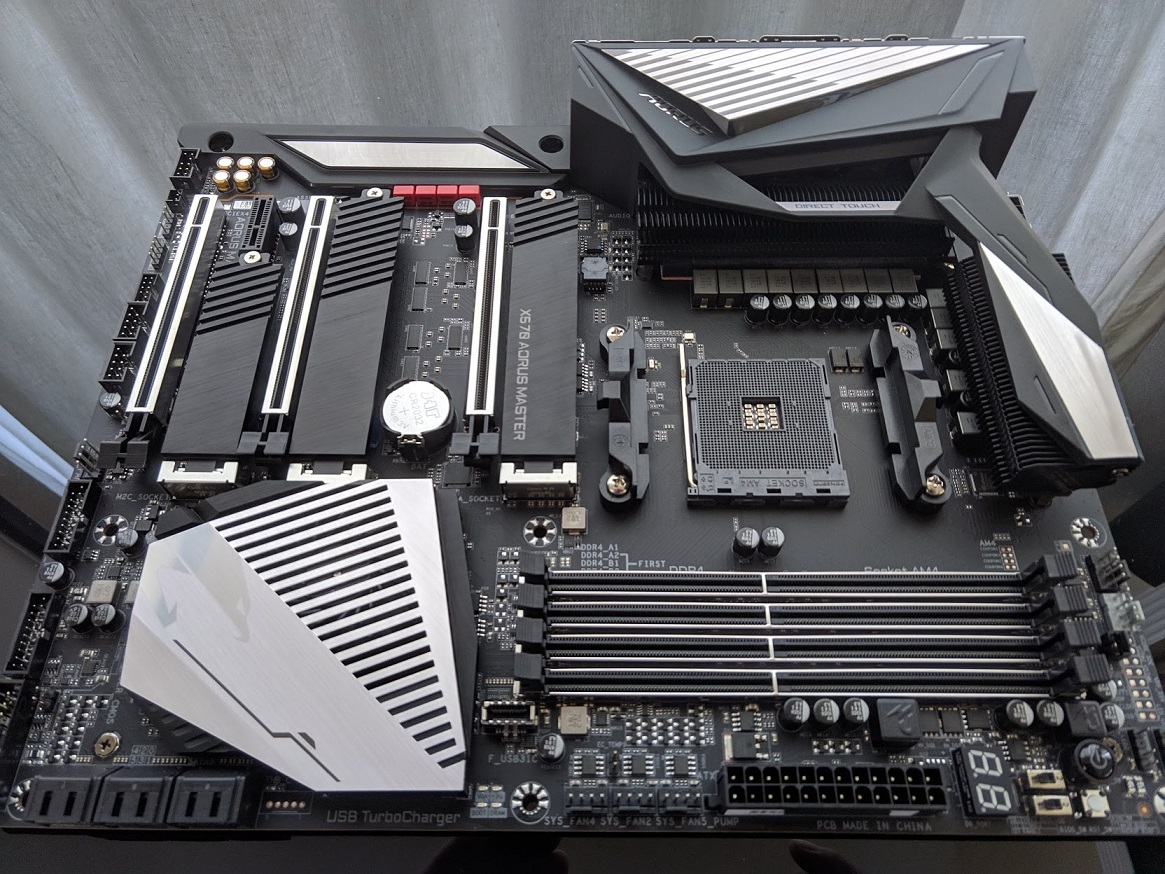 Click image for larger version  Name:unbox X570 AORUS MASTER.jpg Views:40 Size:404.0 KB ID:286332