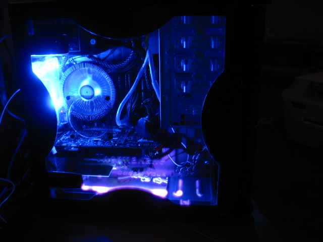 Thermaltake Soprano DX Case, window in the dark