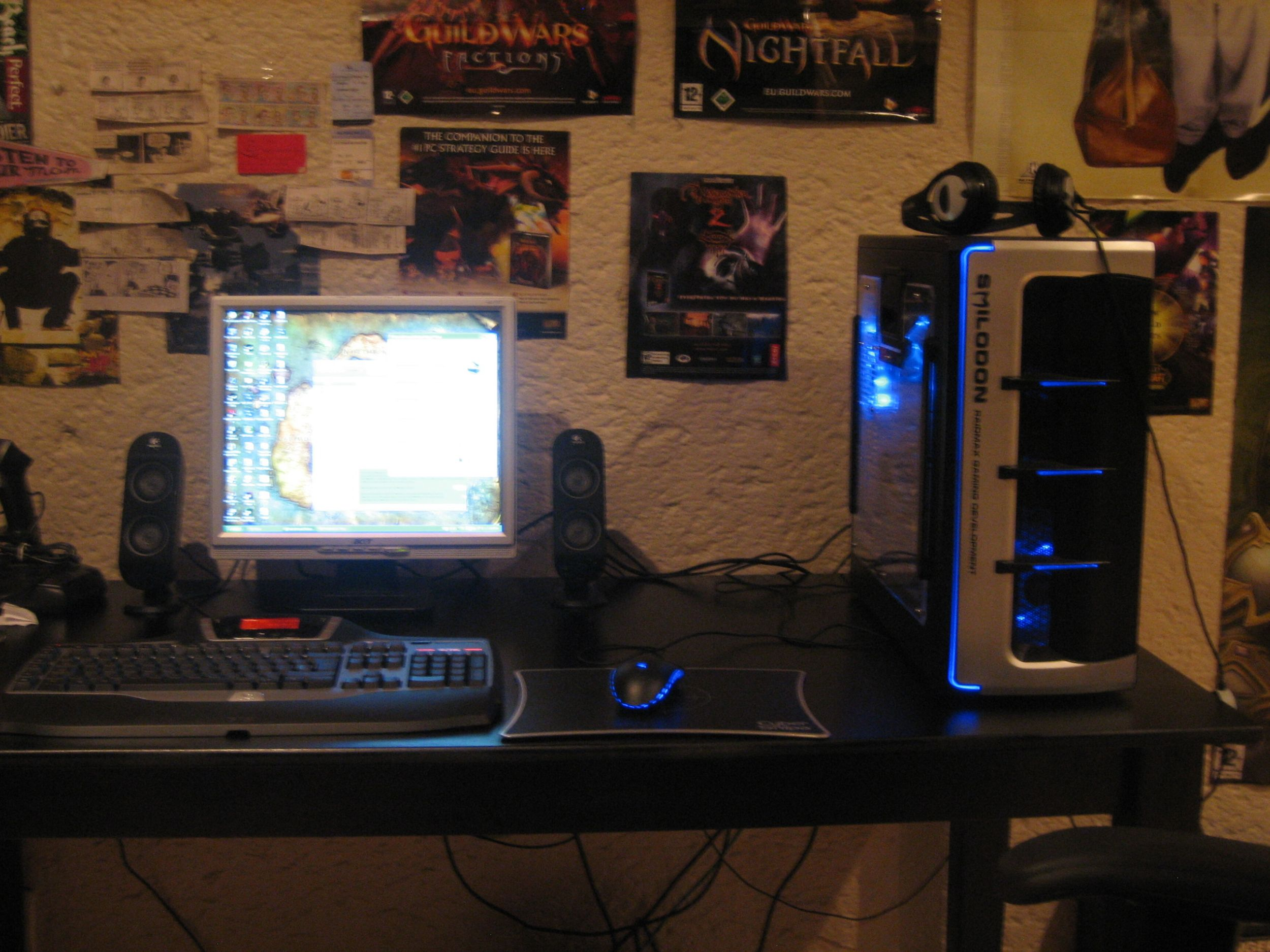 Just some photos too show you my gaming Rig =)