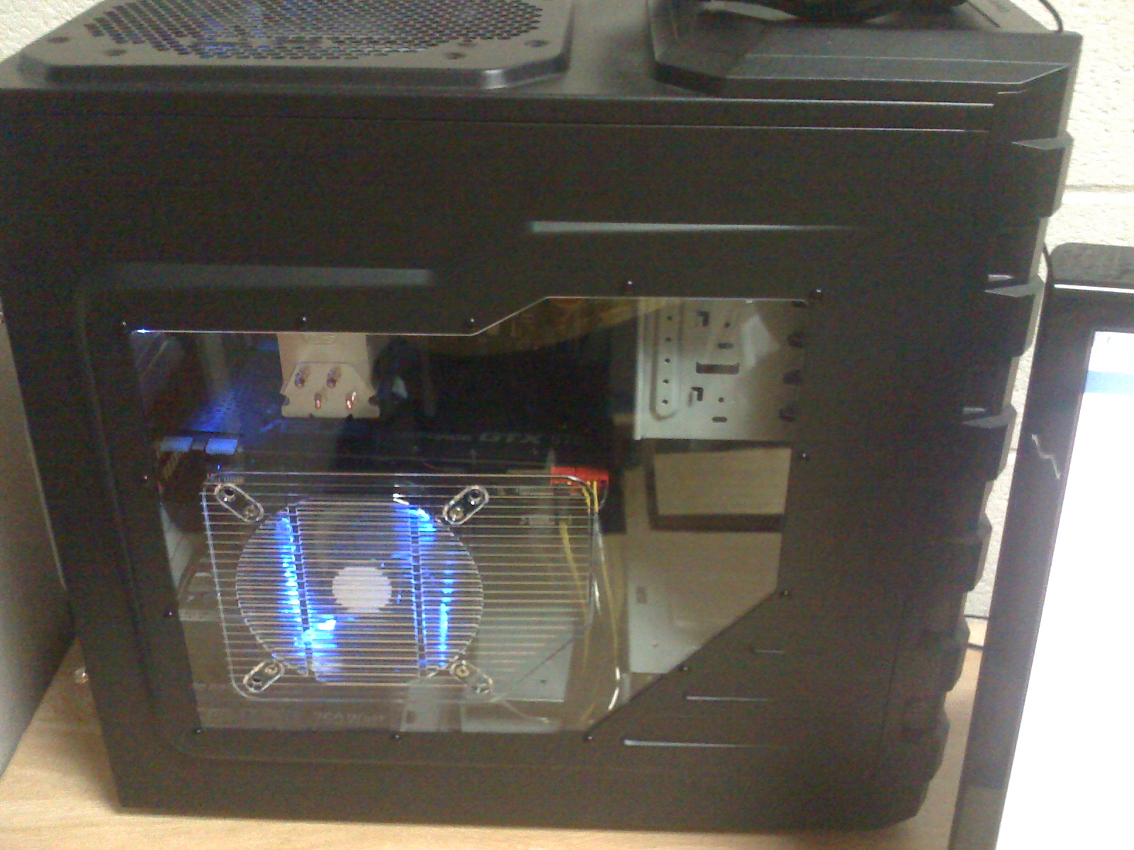 70301159_moto_0528.jpeg My computer with the new side door and 2 SickleFlow 120mm blue LED fans on the side and back.