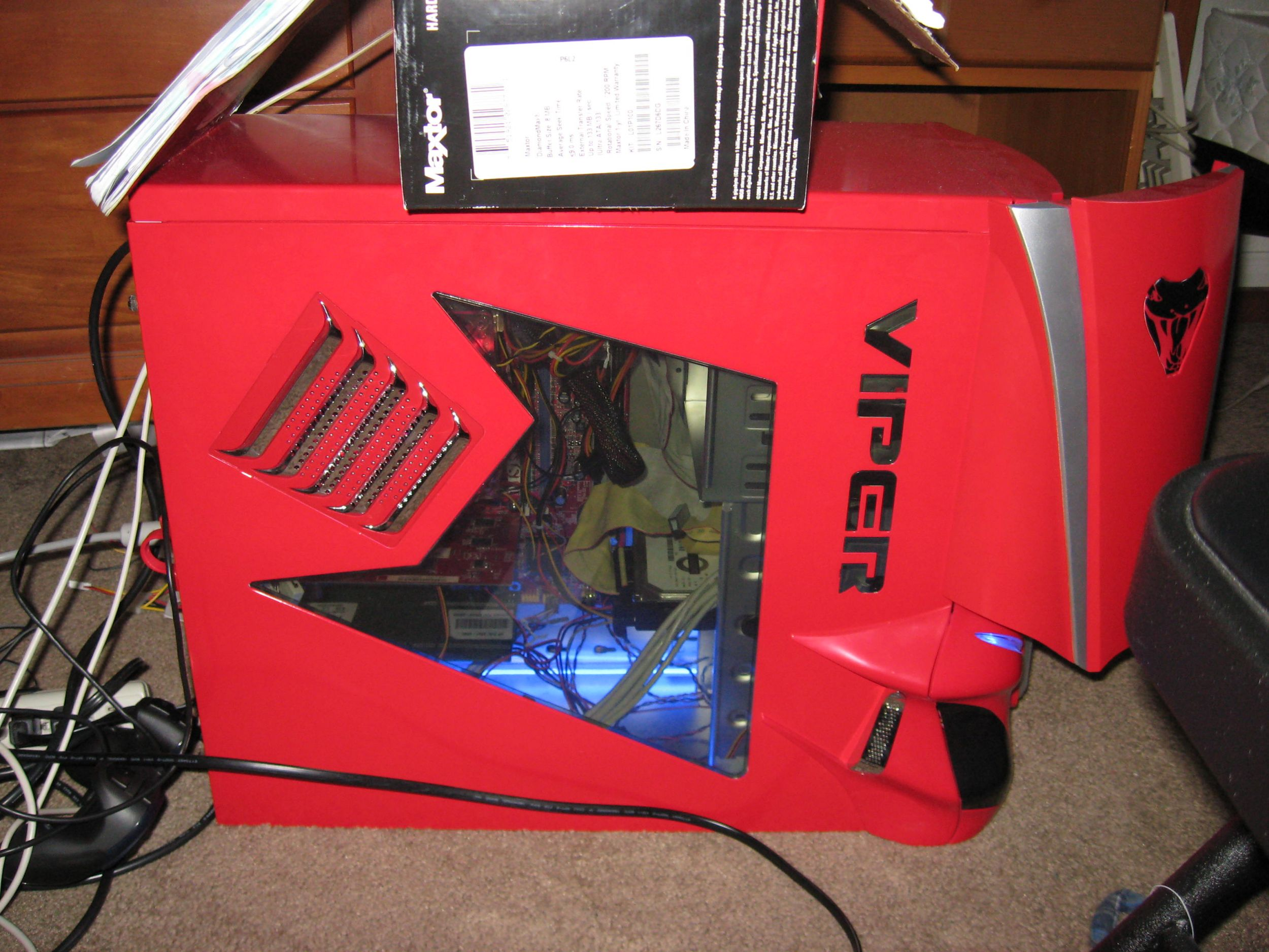 Closed computer case with cold cathodes on