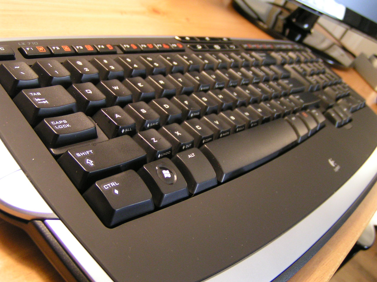 Overall of the LX 710 keyboard.