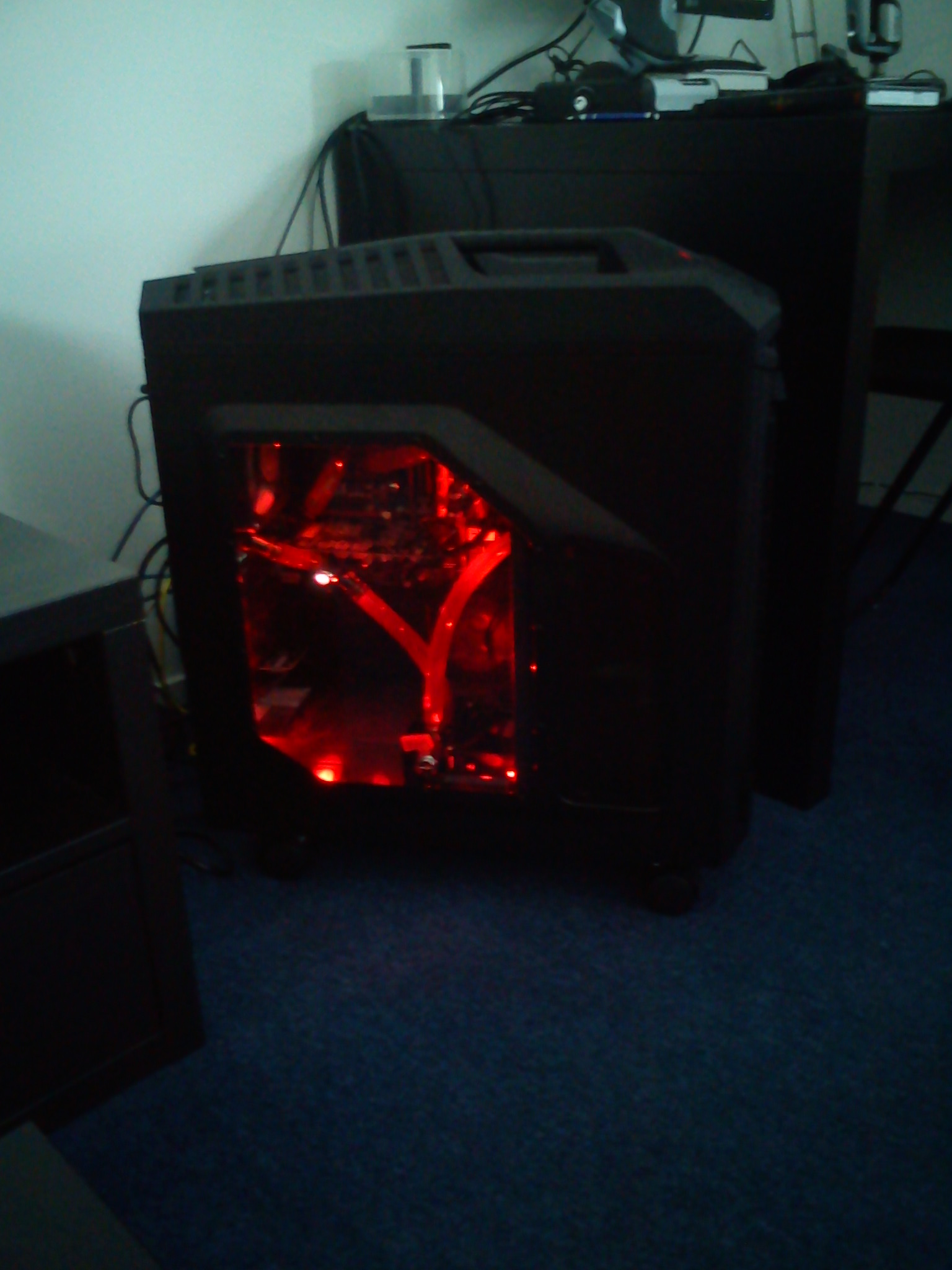 Added the NZXT Sleeved LED kit (red), setting 1