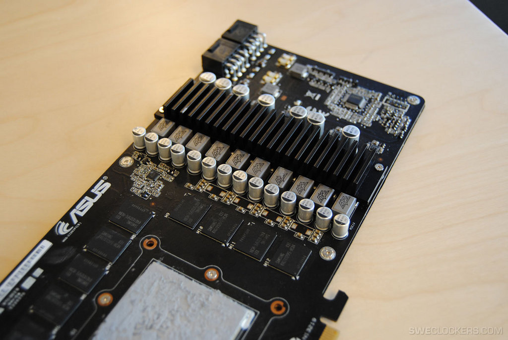 Asus-GeForce-GTX-580-DirectCu-II-Pulled-Apart-Reveals-Custom-PCB-7.jpg