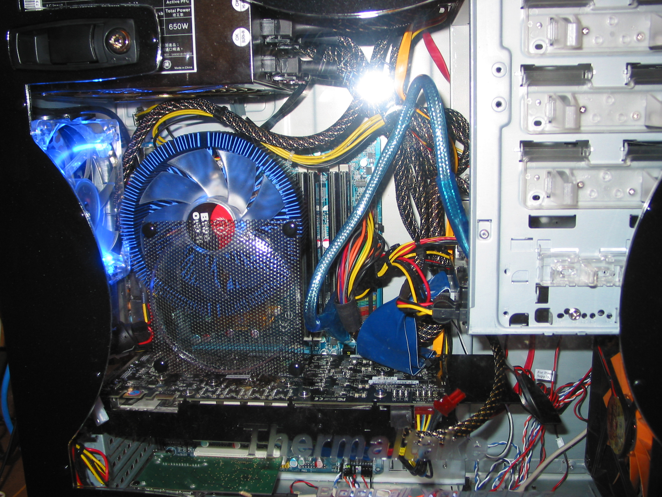 Gigabyte 965P-DS3 Motherboard - 4GB DDR 2 4,4,4,12 corsair RAM - 500GB WD HDD - Quad Core 2.4 OC @ 2.7ghz - 8800GTX Graphics Card - Enermax 650w PSU - Blue Orb II
