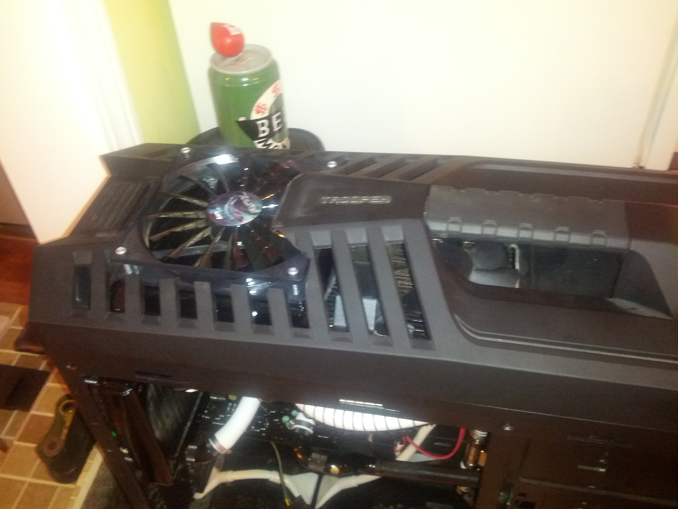 the 140mm push fan doesn't look to bad through the top of the case