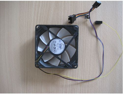 80mm case fan with pwm line.JPG