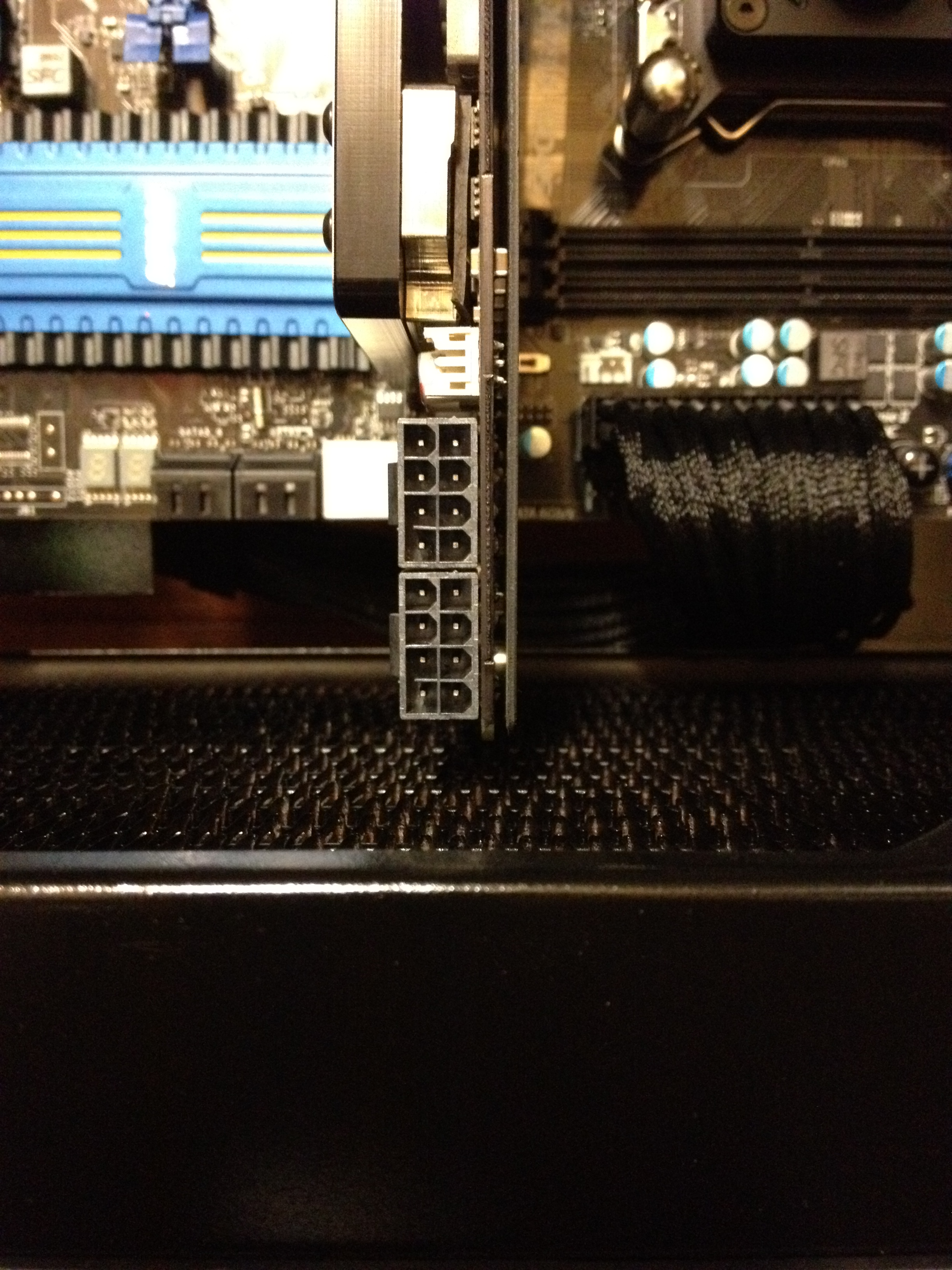 gpu = matrix hd 5870 = 28,75cm.   Between radiator and case Max. 27,5 cm or +/- 11 inch.  this would just fit  !!