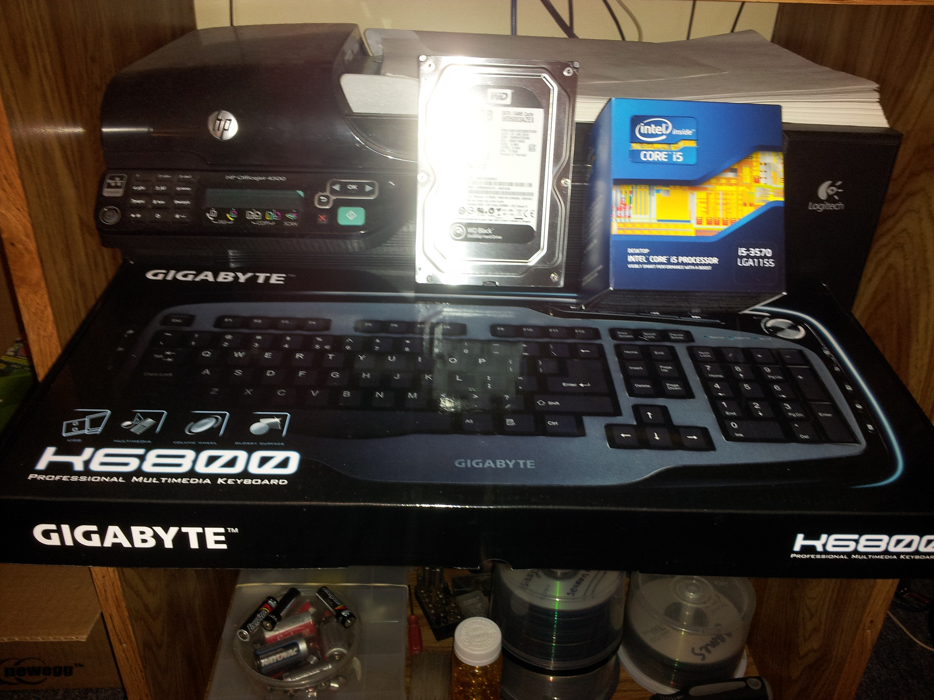 Better look at the keyboard, my first ever Intel cpu (I5-3570k) and the sata 3 500 gig black drive to match my other one to put in raid 0 for storage.