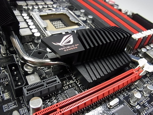 Cool%20ROG%20logo%20can%20be%20found%20on%20motherboard%20as%20usual%20-%20Copy_575px.JPG