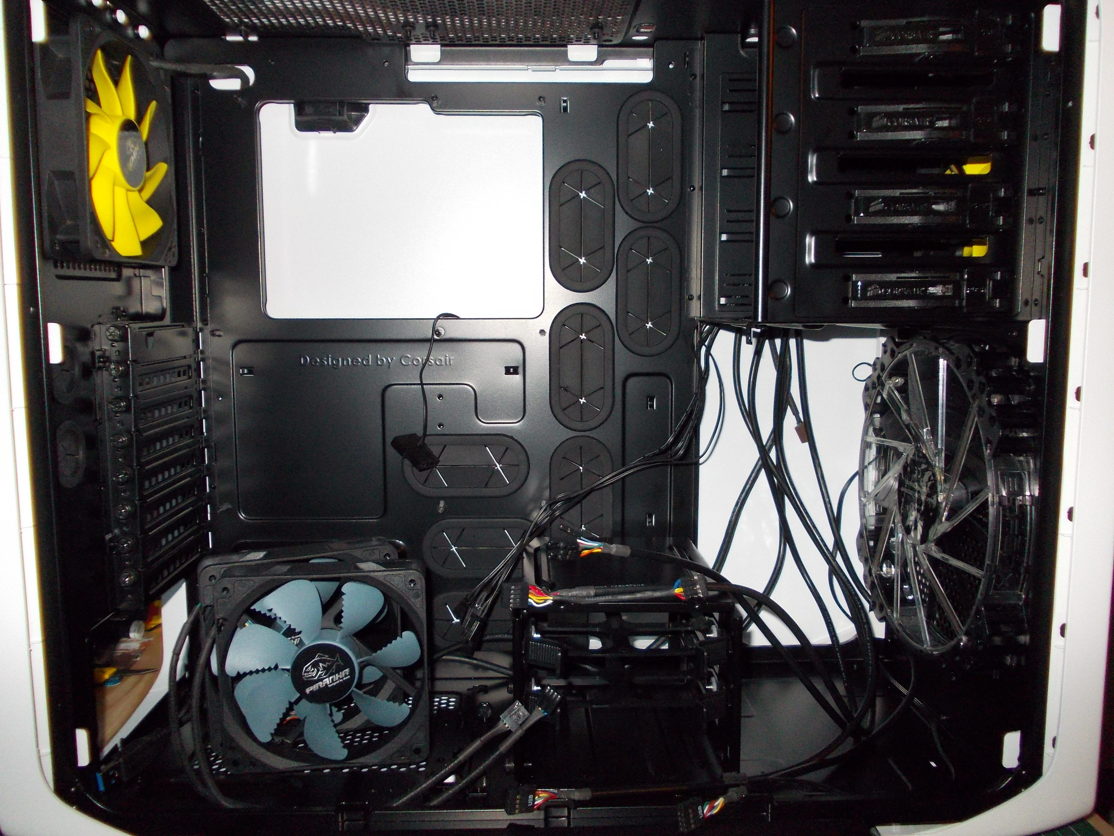 Internals. Just installed the Second Akasa Viper 120mm case fan, in the rear panel. Gong for 3 different fans and colours as this choice is performance over colour choice.