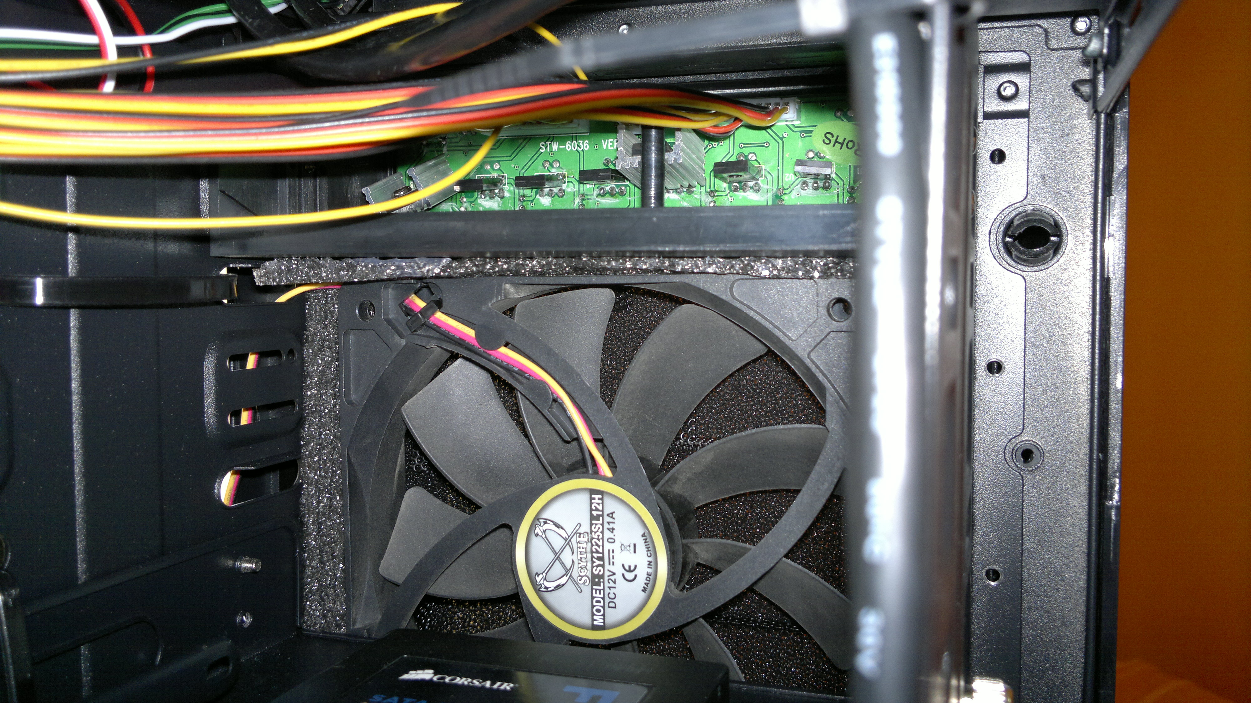 Frontal upper fan and back of the fan controller, lots of cables...