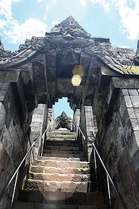 File source: http://commons.wikimedia.org/wiki/File:Lens_Flare_at_Borobudur_Stairs_Kala_Arches.JPG