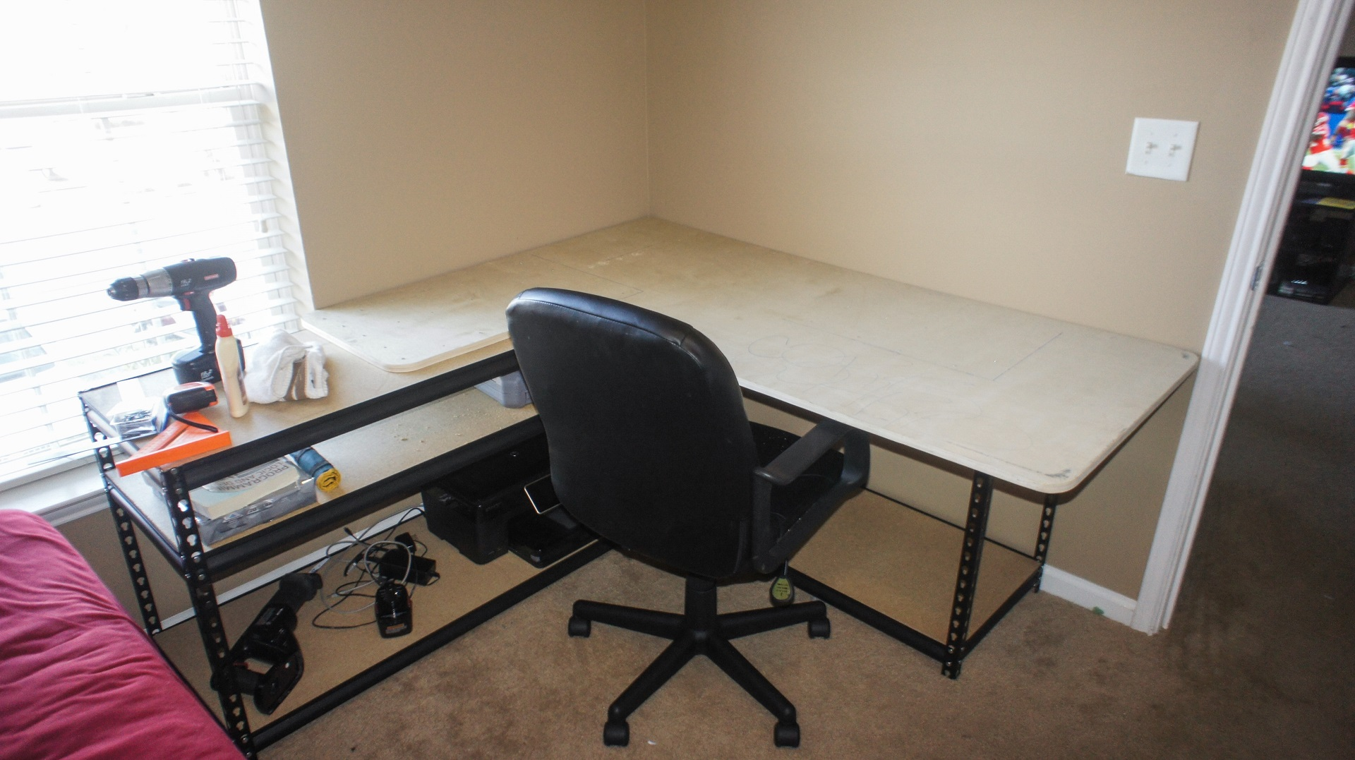 New desk almost done, just missing the cork board.