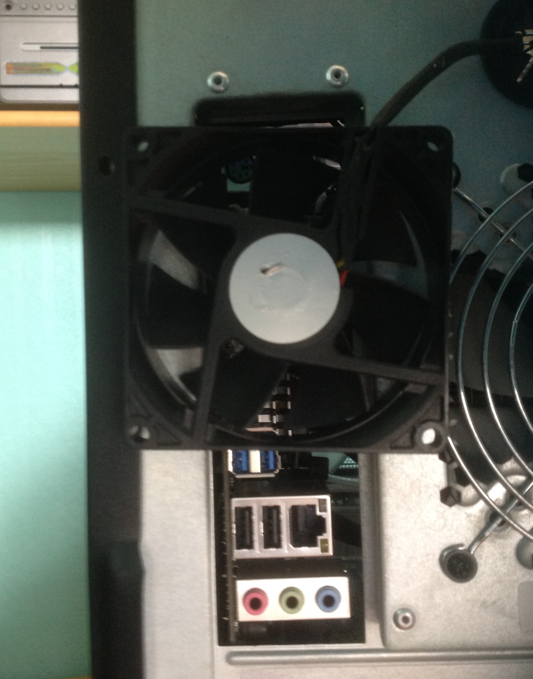fan for extracting from rear