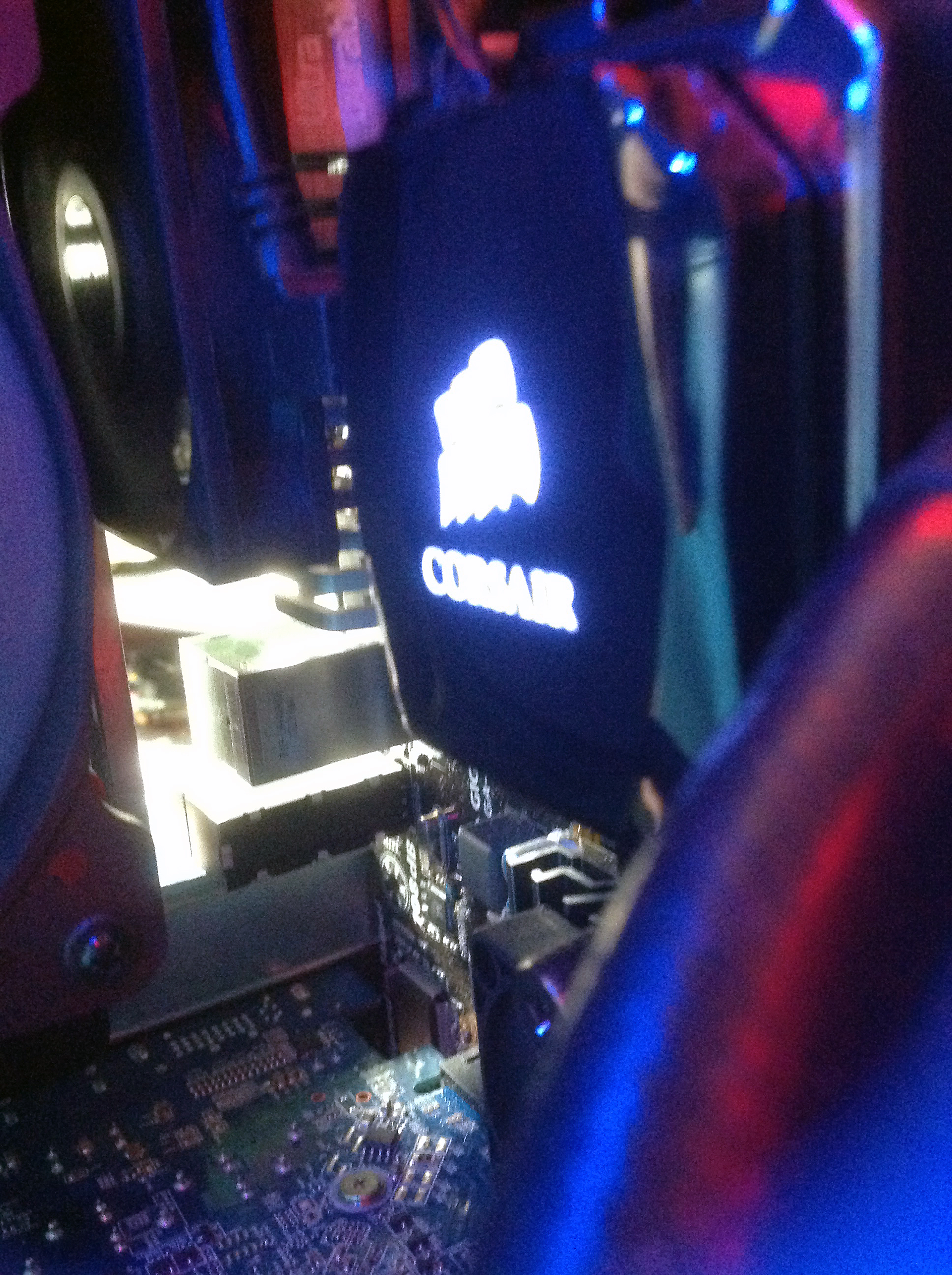 amd cooler fan blowing on to vrm cooler
