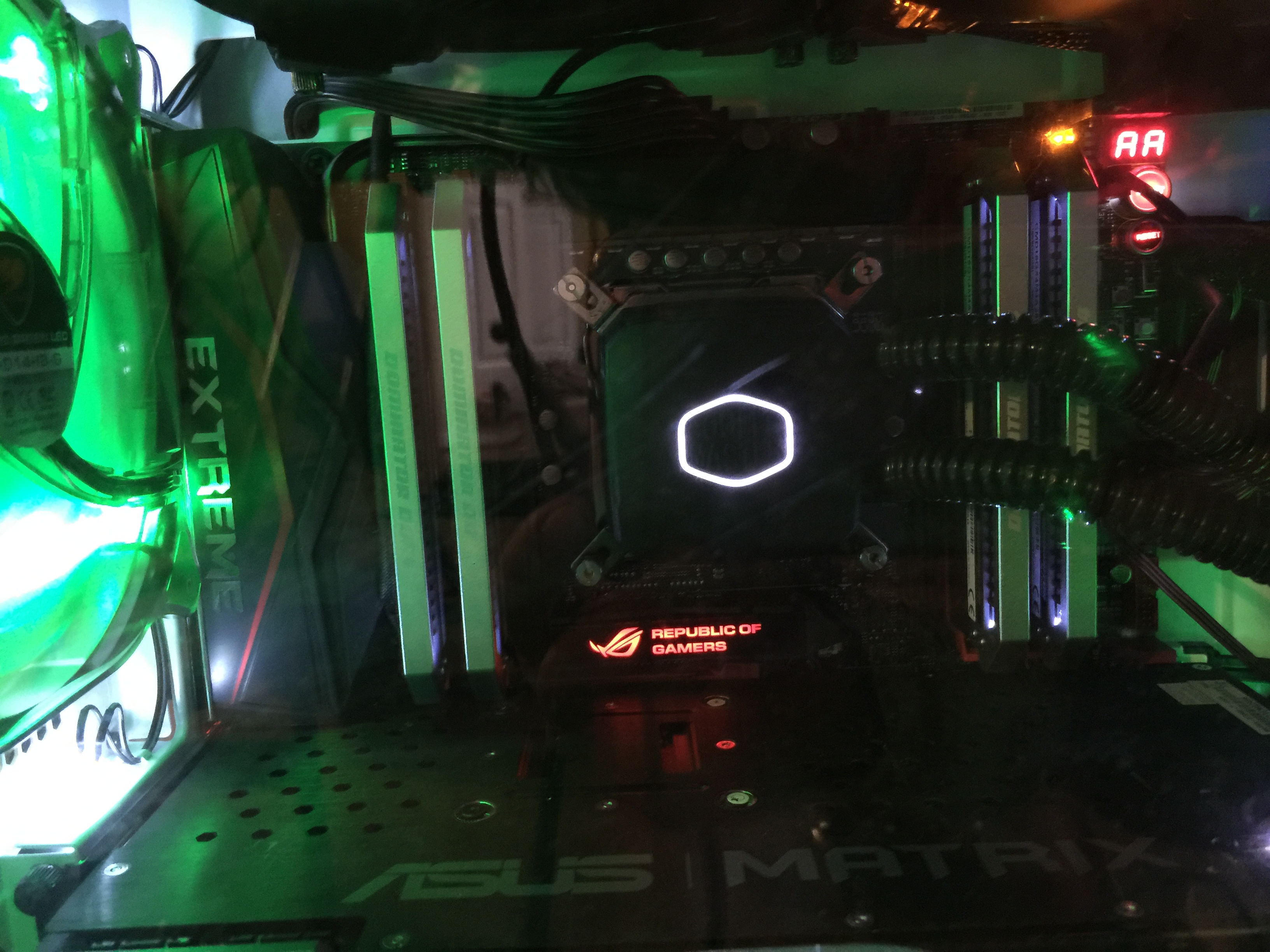 From ACE Noob;) 4KTurks gaming rig!!!! Rampage V 3.1 and Core™ i7-5930K Processor, 3.5GHz w/ 15MB Cache at 4750 GHz. Platinum 32GB DDR4 2800MHz CL16 Quad Channel Kit (4 x 8GB) at 3000MHz. ROG Matrix Platinum GeForce GTX 980 4GB PCI-E w/ DVI, HDMI, Triple DP at 1499 MHz.. Overclocked.