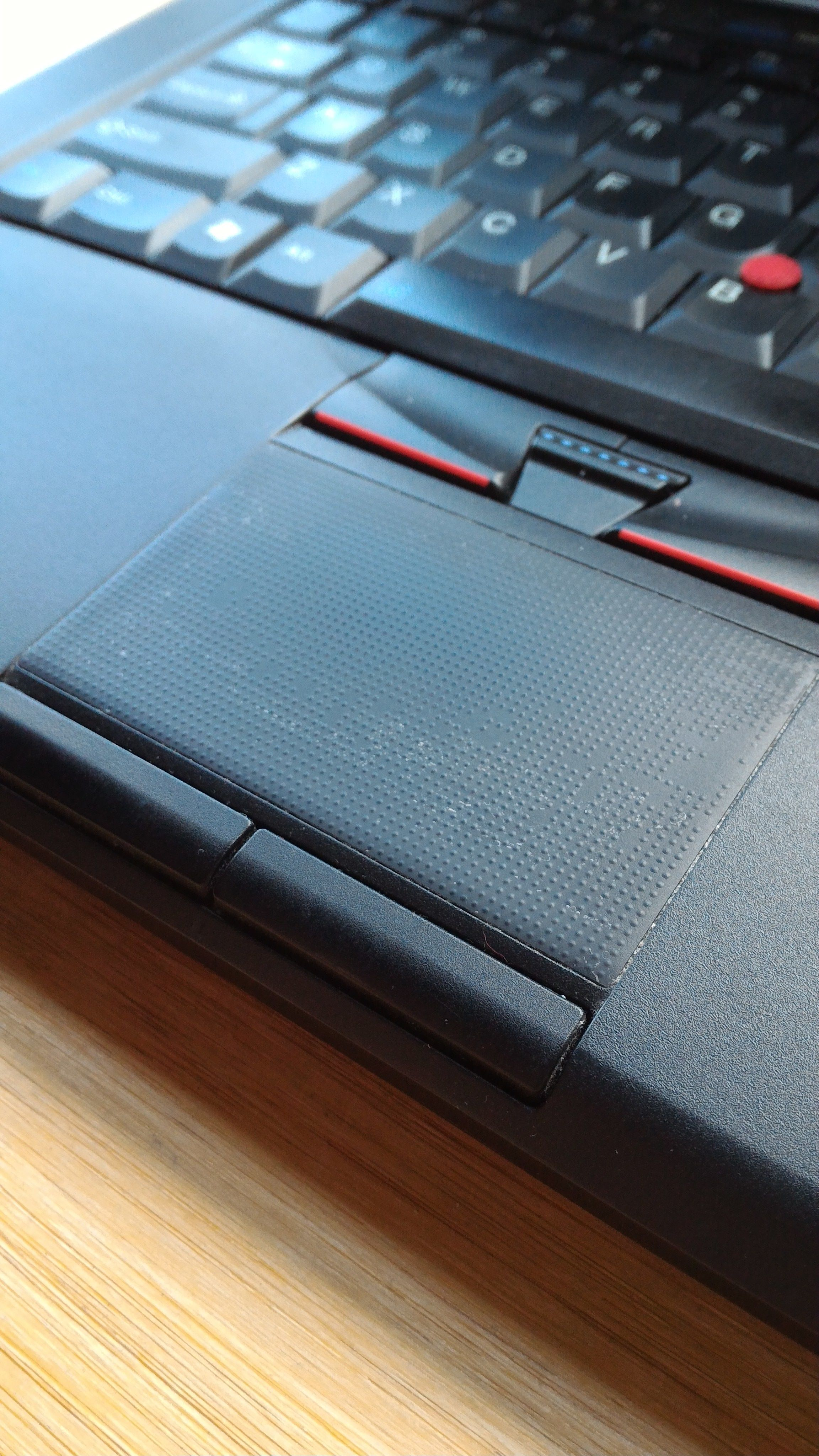 Changing Lenovo T420 Touchpad Sticker - Overclock net - An
