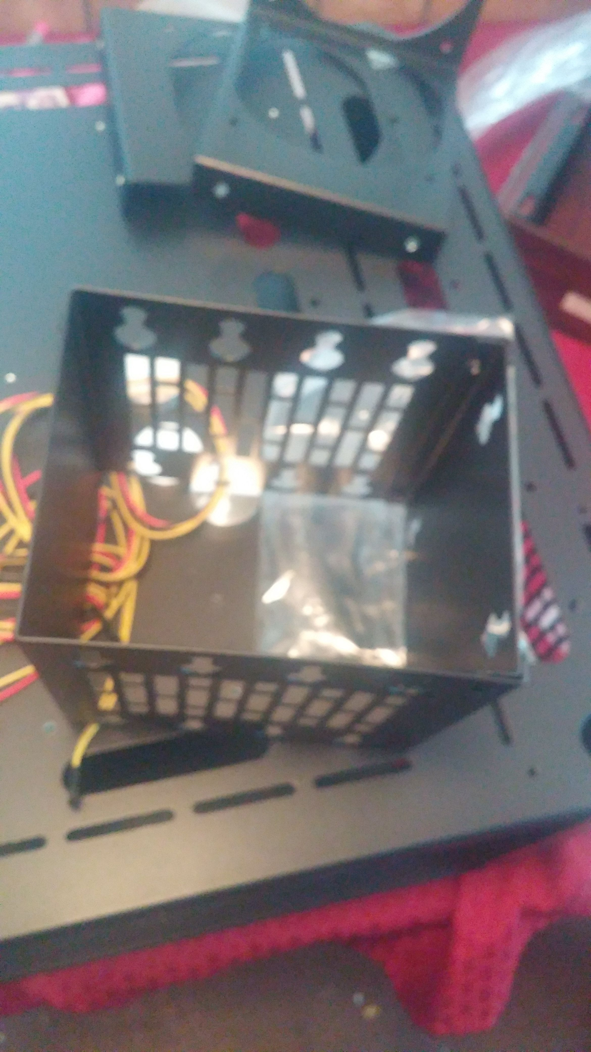 Another pic of the HDD Drive Cage, just to give you an idea of what it was.