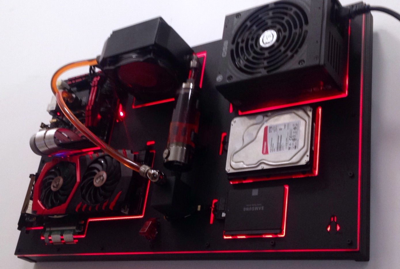 - Wall-mounted PC Build With Modular Custom Case -FireFly-