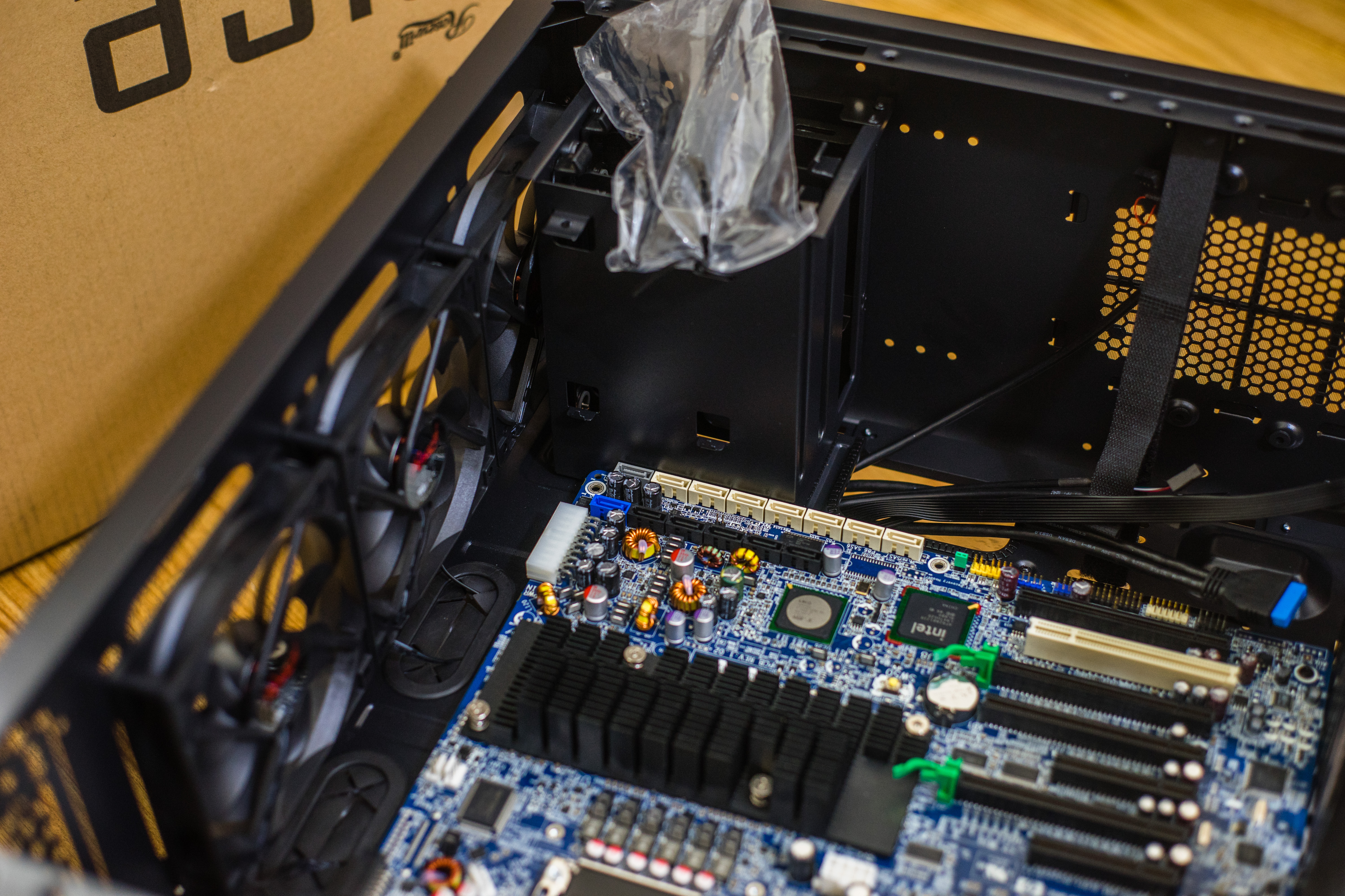 HP z800 workstation motherboard work inside a rosewill rise case