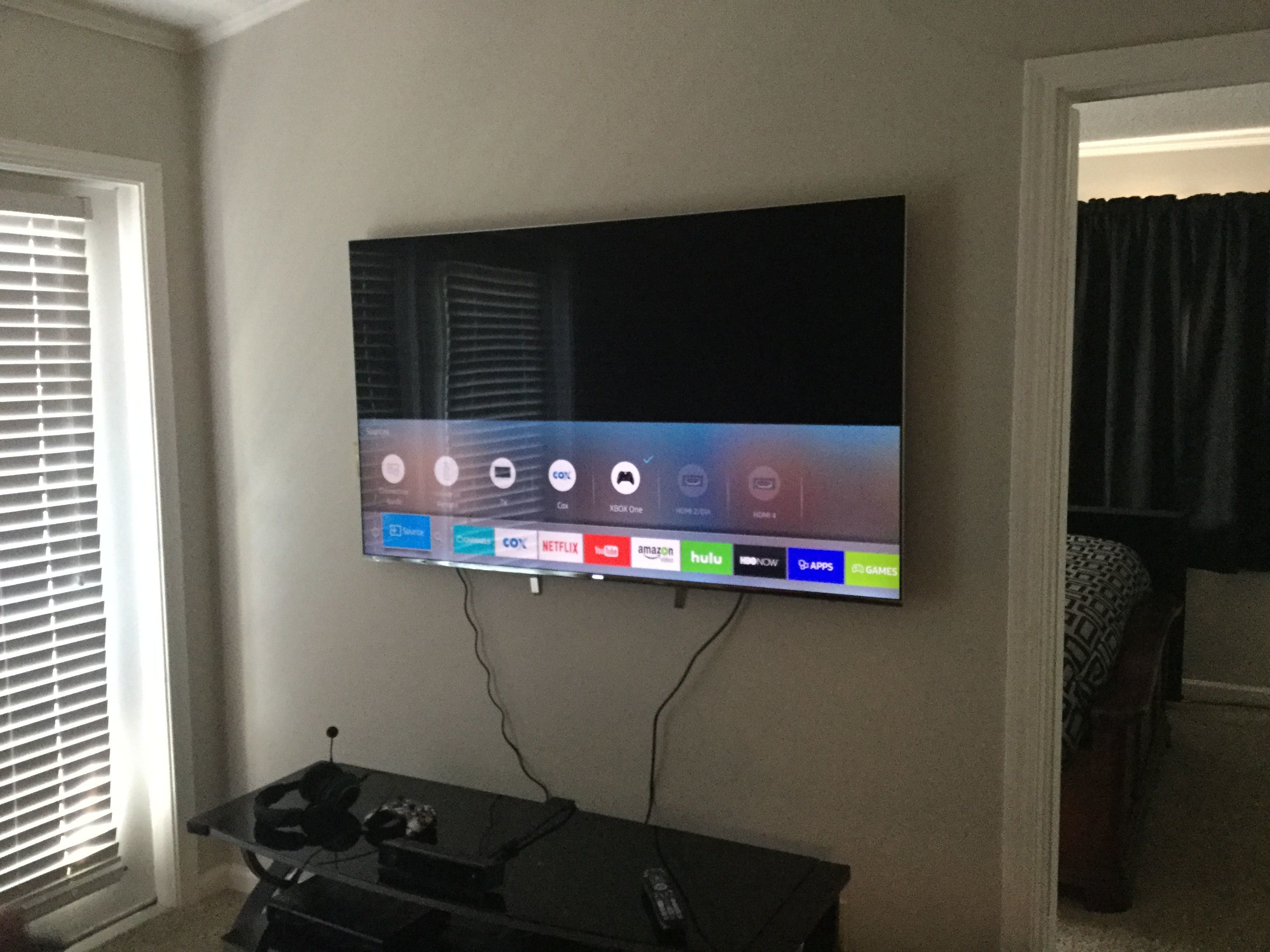 samsung tv ks8000. this tv pictured here is the 65\ samsung ks8000